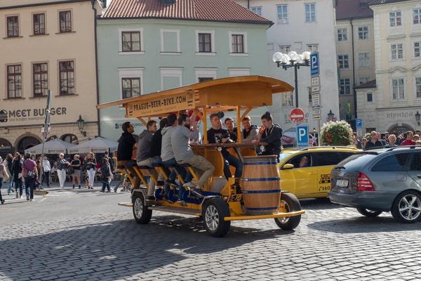 Bier Bike und Party Bike beim Junggesellenabschied Prag