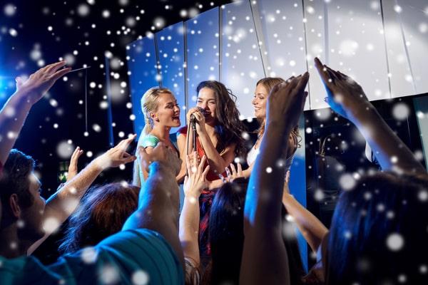 JGA Ideen Frauen: Karaoke singen