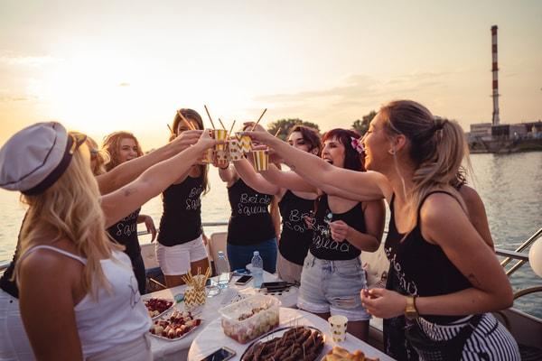 Junggesellenabschied Ideen Frauen - Feiern auf dem Partyschiff, Partyboot